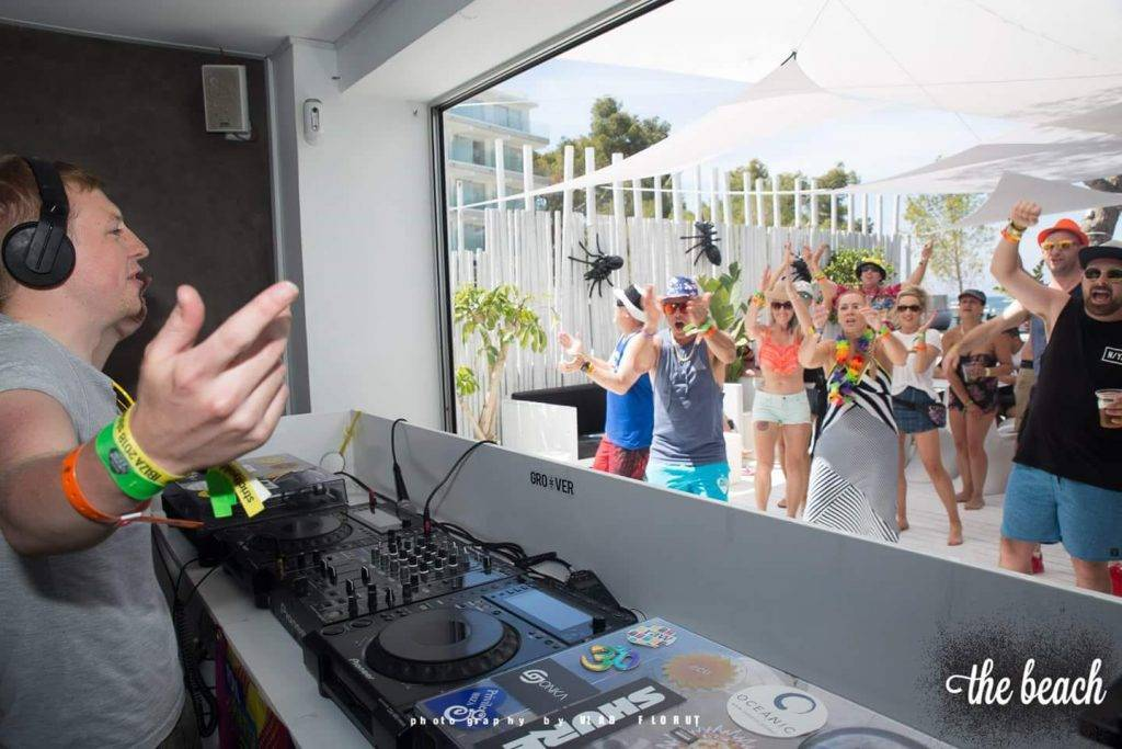 electronic-music-dj-matt-robinson-playing-to-crowd-in-ibiza