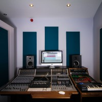audient-studio-1-desk