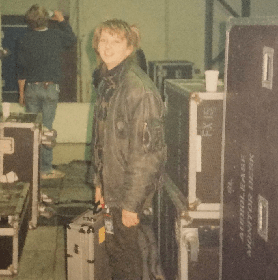 kim-hawes-with-flight-cases